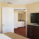 DoubleTree-by-Hilton-Charleston-suite-bedroom