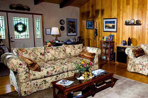 Memorial day branson vacation at red bud cove bed and for Area riservata bed and breakfast