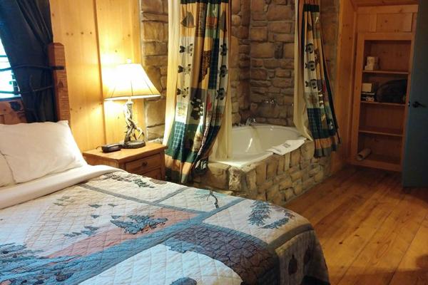 $199 | Branson, MO | Cheap Getaway Deal | 3 Days 2 Nights | 3 Bedroom Cabin  | Cabins At Green Mountain Resort