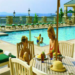Cau On The Lake Is A Great Destination For Family Vacation In Branson
