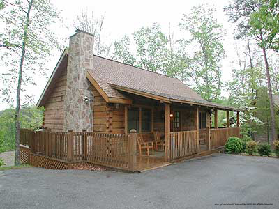 sale single mountain home for smoky the in forge road smokies log pigeon family and homes shuler cabins