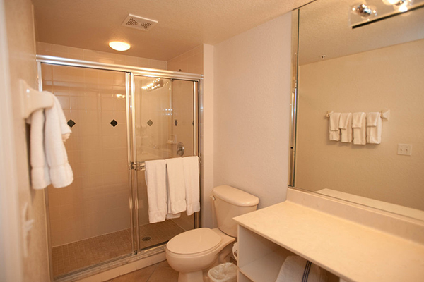 Mystic Dunes Resort and Golf Club bathroom