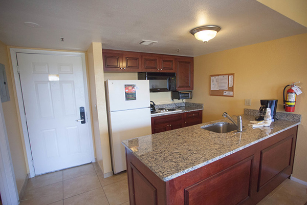 https://www.rooms101.com/wp-content/gallery/parc-corniche-condominium-suite-hotel-in-orlando/Parc-Corniche-Condos-kitchen.jpg