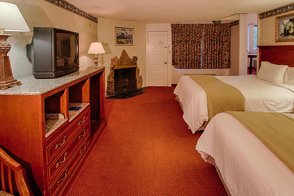 River Edge Motor Lodge 2 queen fireplace room
