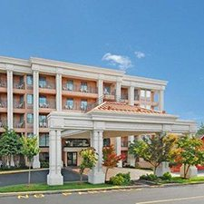 Branson Vacations - Clarion Hotel at the Palace vacation deals