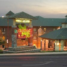 Branson Vacations - Grand Oaks Branson Hotel vacation deals