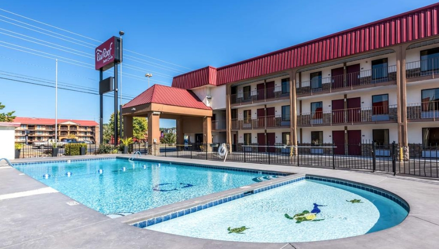 Pigeon Forge Vacations – Red Roof Inn and Suites (formerly Pigeon Forge Inn and Suites) Vacation Deals