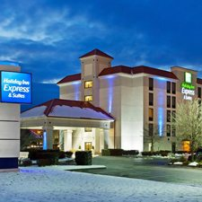 149 holiday inn express christmas pigeon forge vacation deluxe hotel room 3 days 2 nights discount hotel rate - Christmas Inn Pigeon Forge Tn